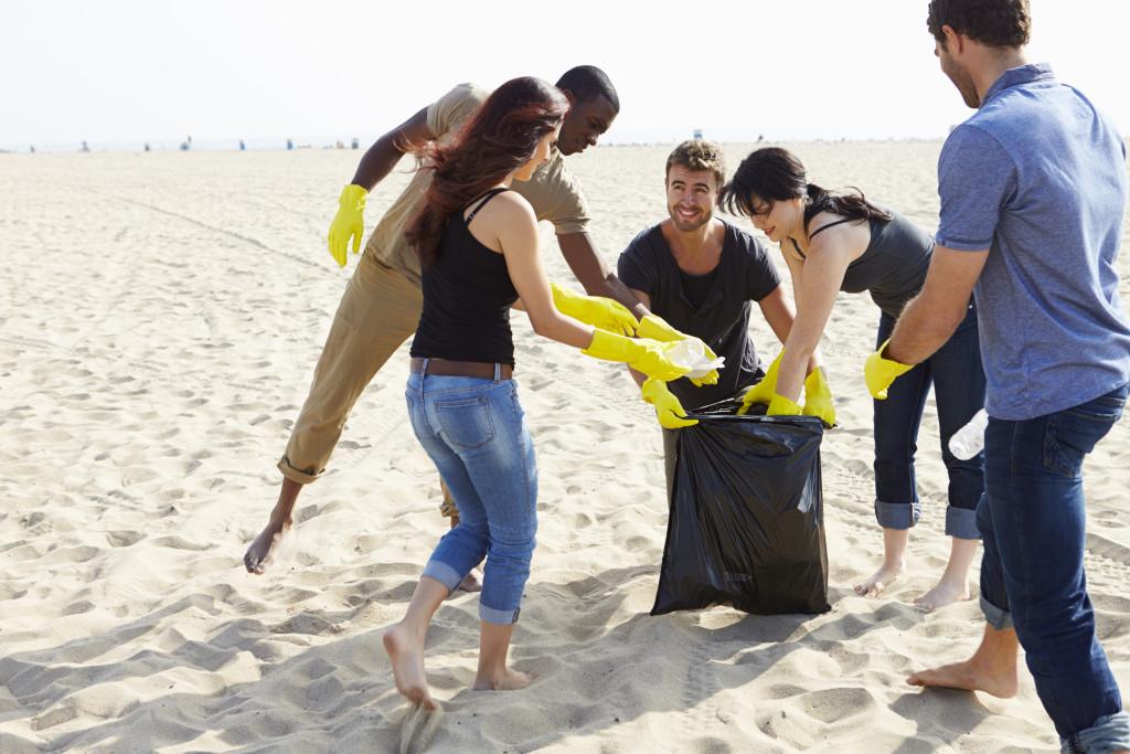 a group of friends volunteering