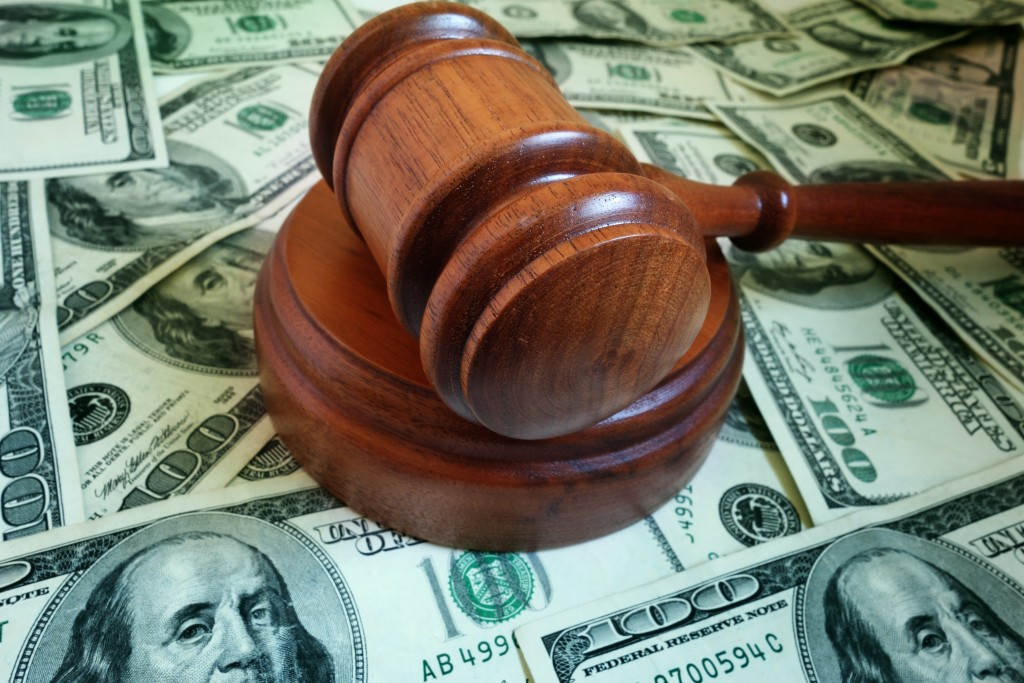 employee suing
